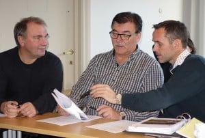 Tilstede var rådmann Lars Skorpen, ordfører Petter Rukke og styreleder Tony Kjøl - alle fra Hol.  Foto: Epostavisen.no